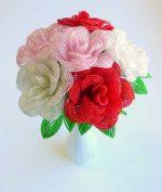 Розы из бисера мастер класс с пошаговым – Роза из бисера Розовая королева